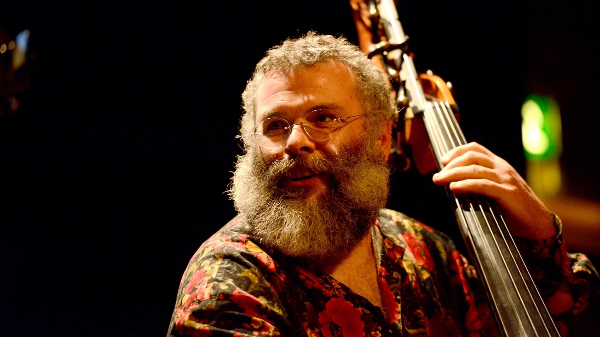 Basisten Sebastien Dubé.