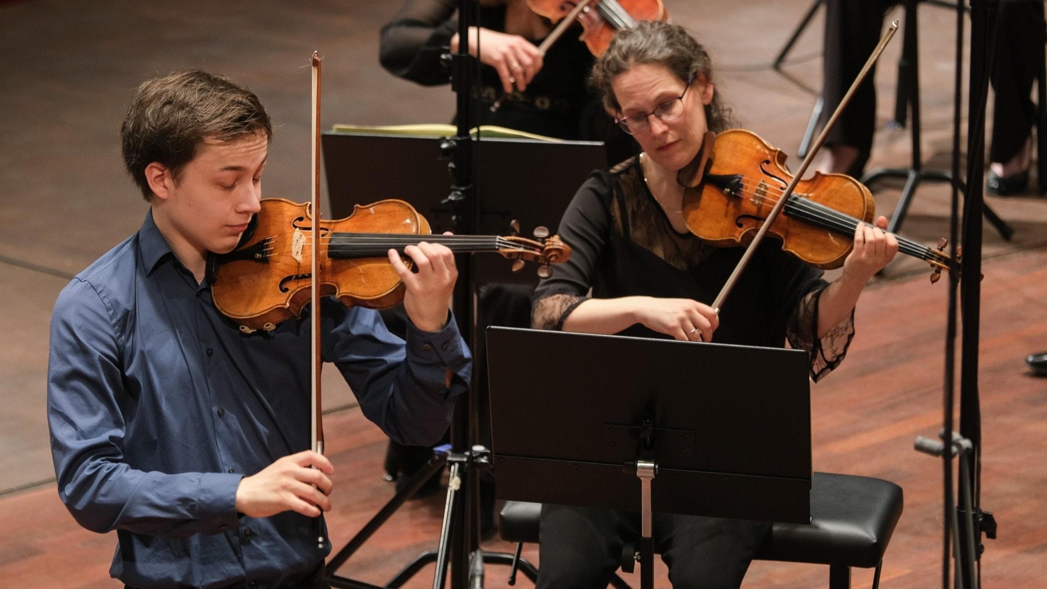 Bild: Johan Dalene och konsertmästare Malin Broman.