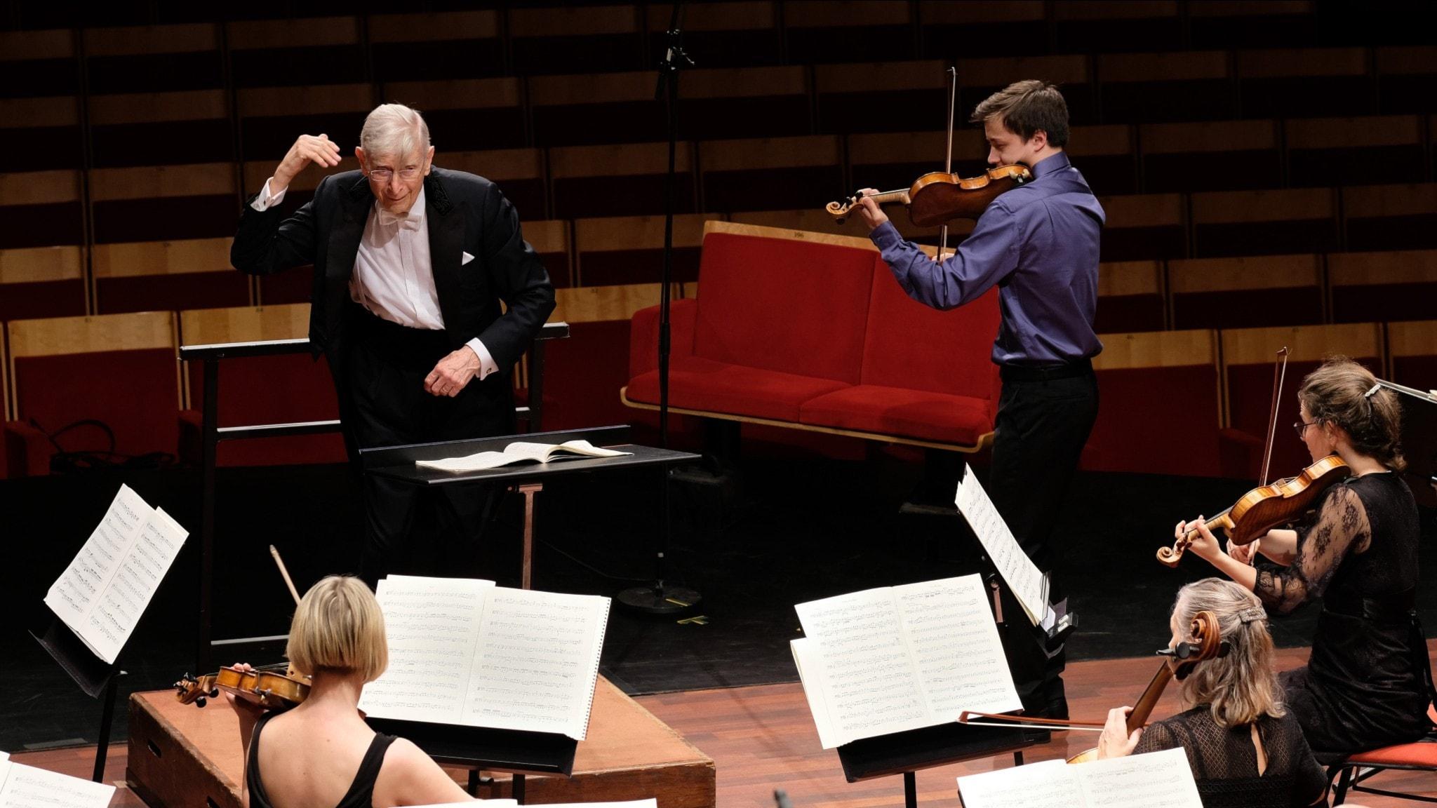Bild: Herbert Blomstedt och Johan Dalene i Mozarts femte violinkonsert.