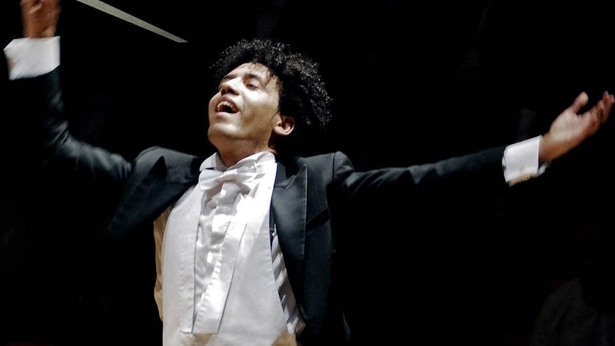 Konsertens dirigent Rafael Payare är en av de musiker som fick sin första skolning i Venezuelas ungdomssatsning El Sistema
