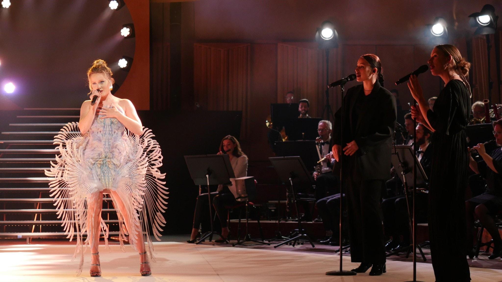 Bild: Zara Larsson och Sveriges Radios symfoniorkester.
