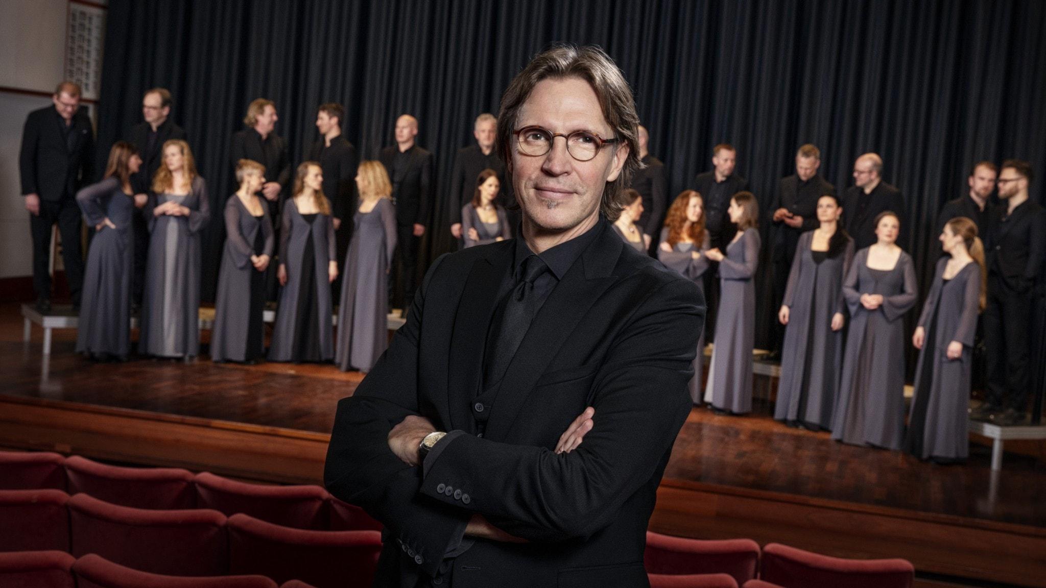 Kaspars Putni?š leder Radiokören i musik av Bach och Sandström