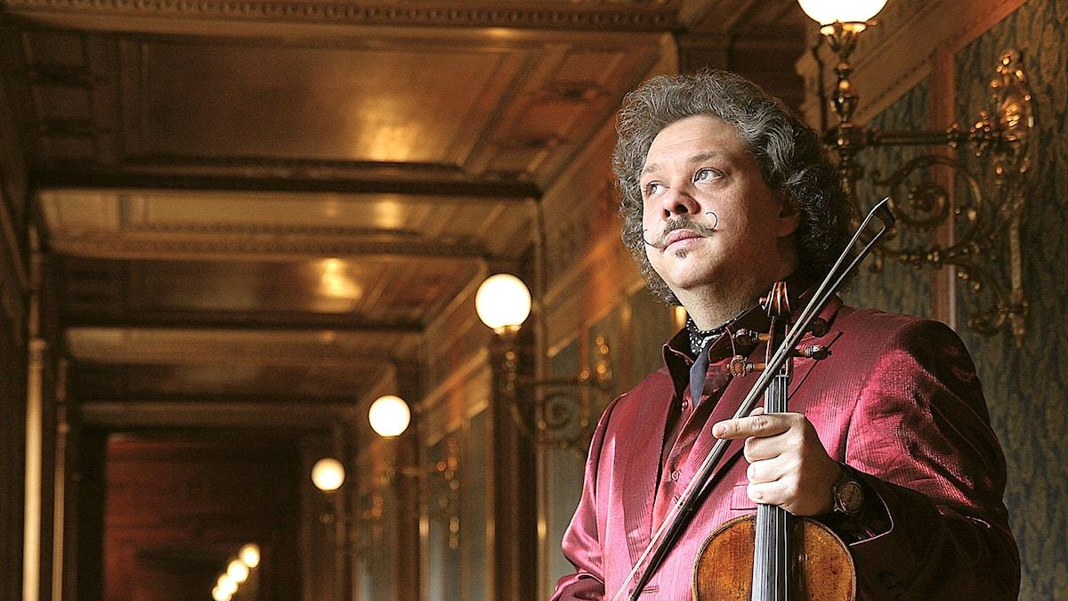 Den ungerska violinisten Roby Lakatos.