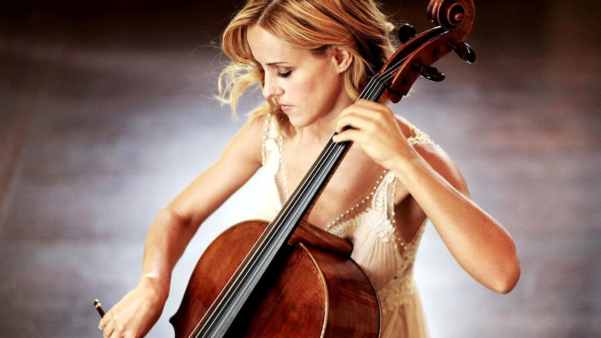 Den argentinska cellisten Sol Gabetta spelar Camille Saint-Saëns virtuosa cellokonsert i d-moll.