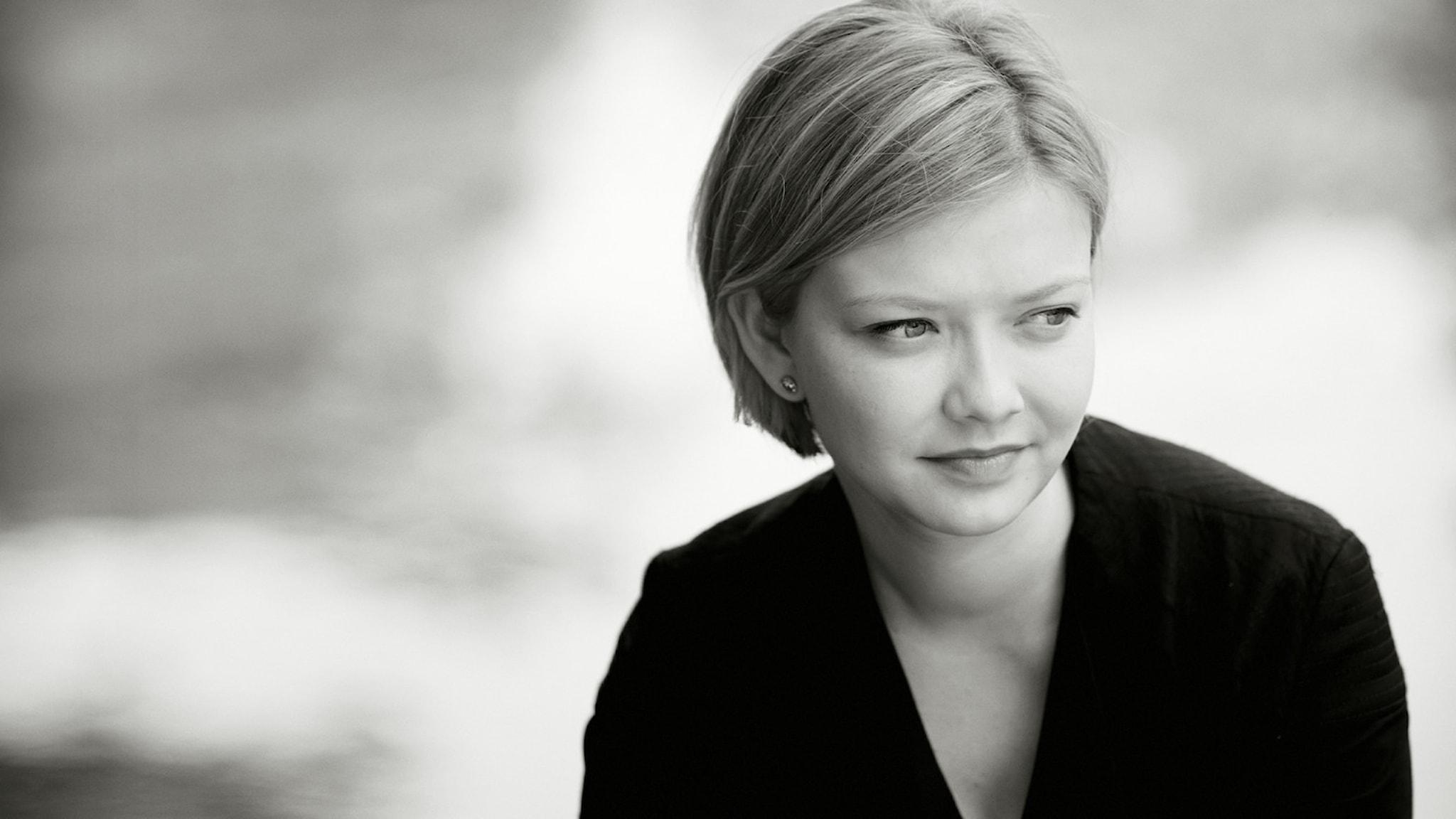 Bild på den unga ryskafödda brittiska violinisten Alina Ibragimova.