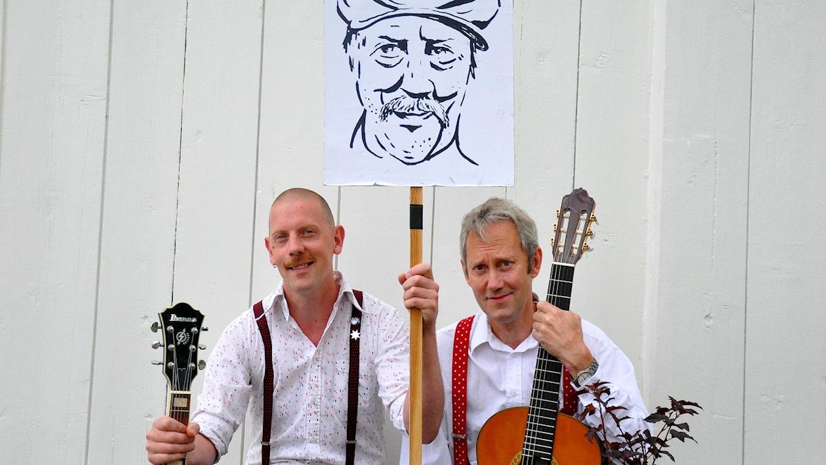 Lucas Stark och KG Malm sjunger Allan Edwall-sånger.