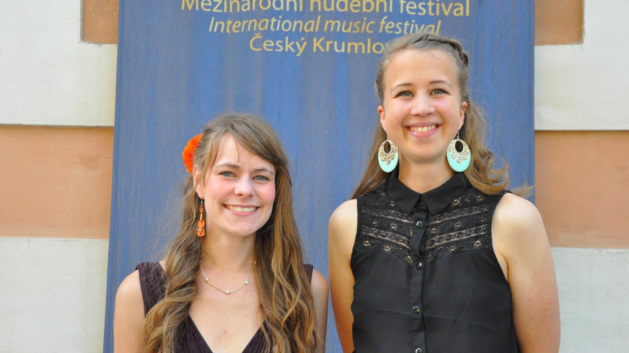 Frida Höfling och Emma Engström är 232 Strängar.