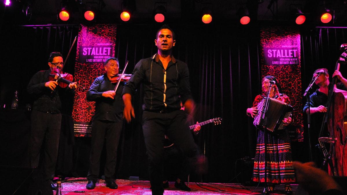 Bild: Nadara Gypsy Band spelar på Stallet i Stockholm.