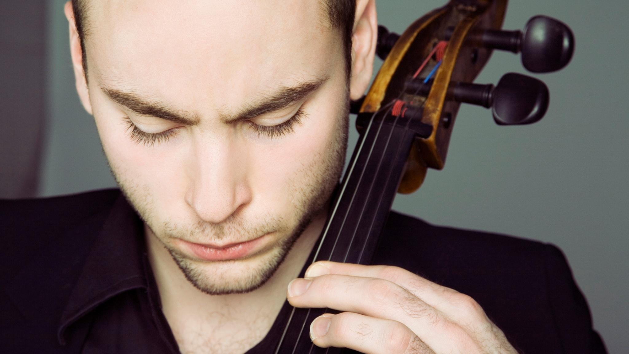 Bachs cellosviter och uruppförande av Börtz