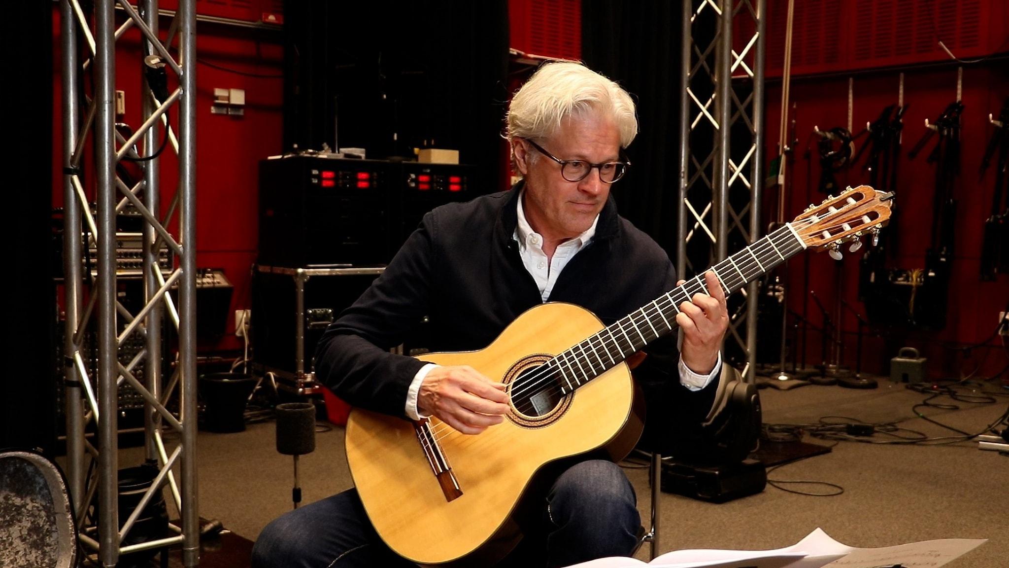 Bild: Gitarristen Mats Bergström.