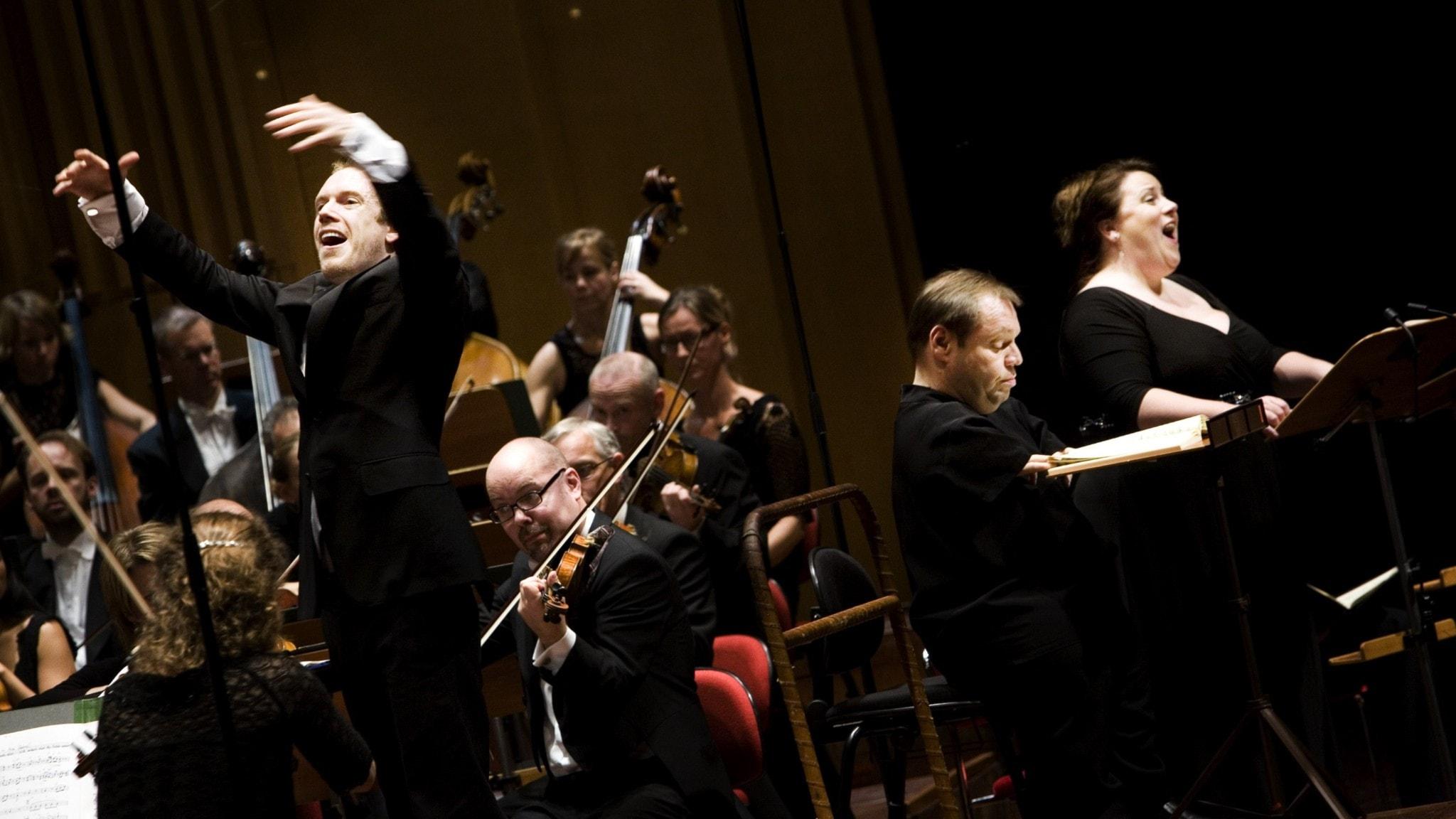 Bild: Daniel Harding leder orkestern och solisterna i Skapelsen av Josef Haydn.