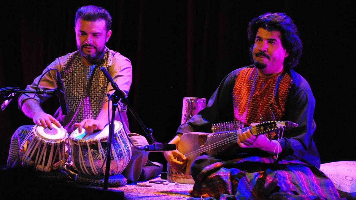 Bild: Seiar Hahimi, tablas och Homayoun Sakhi, rubab.