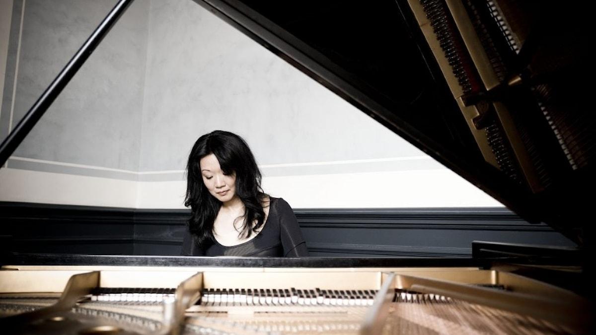 Hör den japanska pianisten Momo Kodama spela Mozarts Pianokonsert nr 23 A-Dur.