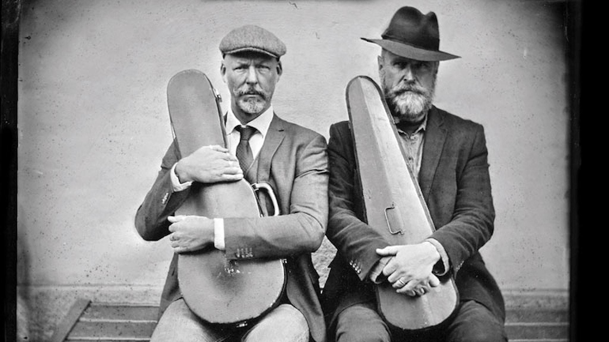 Norrmannen Ånon Egeland och svensken Mikael Marin har öppnat nya världar för folkmusiken genom att stämma ner sina instrument.