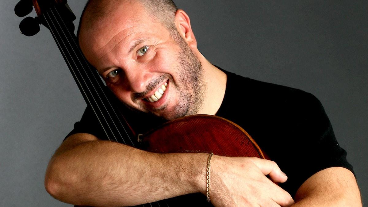 Bild på den italienska cellisten Enrico Dindo.