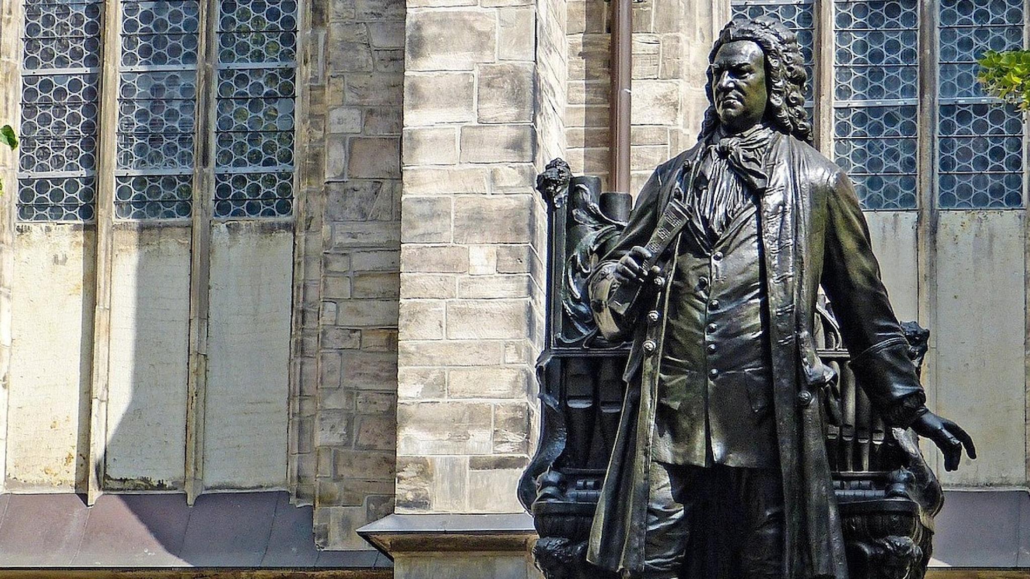 Staty av Johann Sebastian Bach utanför Thomaskyrkan i Leipzig