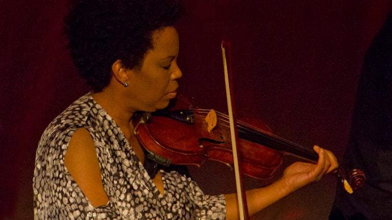 Regina Carter på Göteborgs konserthus december 2015. Foto: Johannes Lundberg / Sveriges Radio