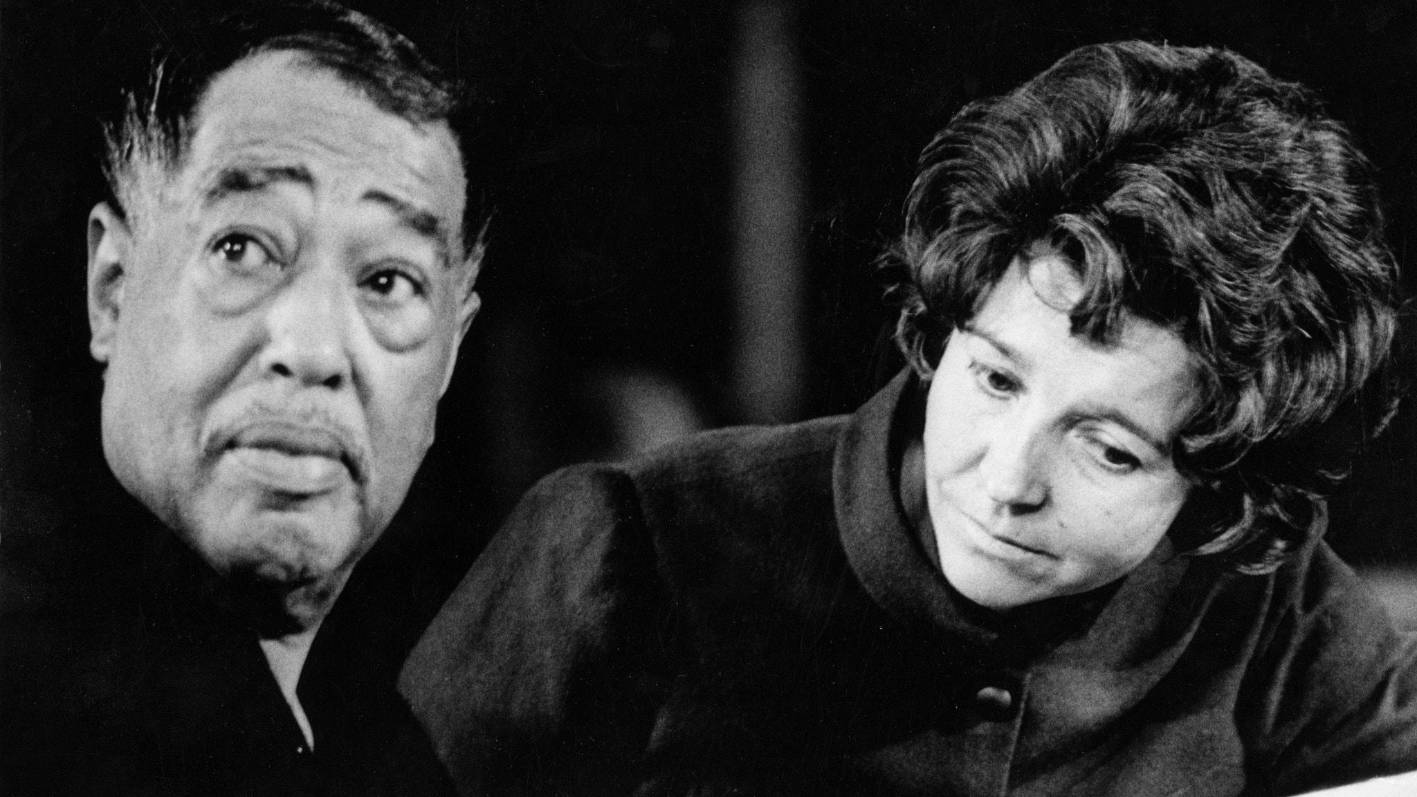 Bild på pianisten och kompositören Duke Ellington och sångerskan Alice Babs 1969. Foto: Bertil S-Son Åberg/SVT Bild.