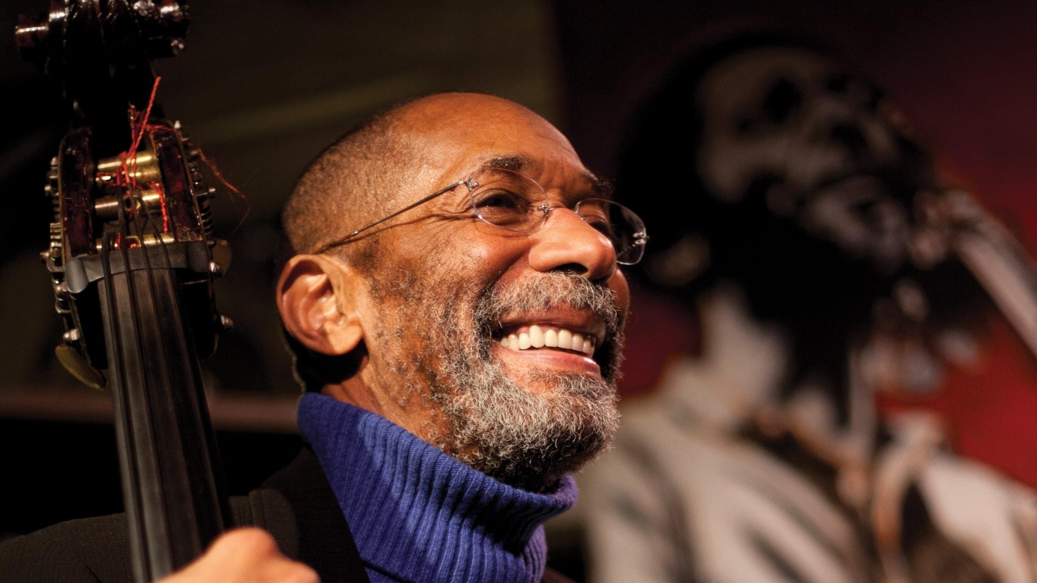Jazzradions livekonsert: Ron Carter Foursight på jazzklubb Fasching
