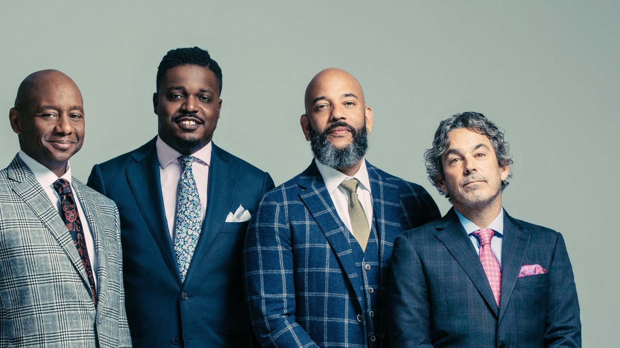 Fyra herrrar i kostym