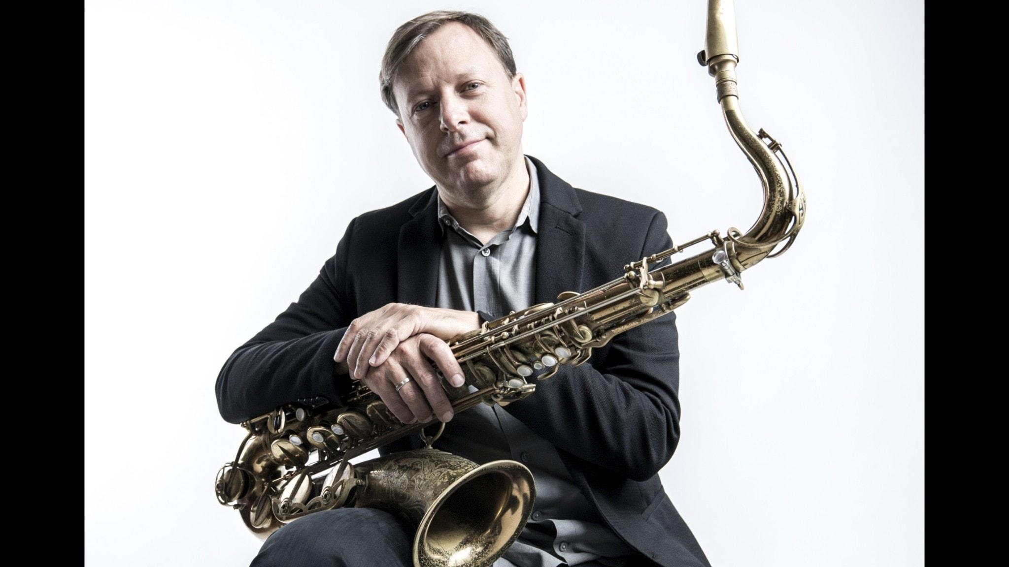 "Saxofonisten - och multiinstrumentalisten på sitt album ""There is a tide"" - Chris Potter. Foto: Dave Stapleton."