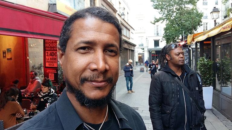Flöjtisten Magic Malik på Rue des Lombards i Paris