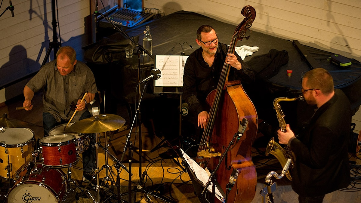 Trummis, basist och saxofonist