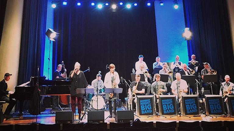 Monday Night Big Band med sångerskan Mimi Terris