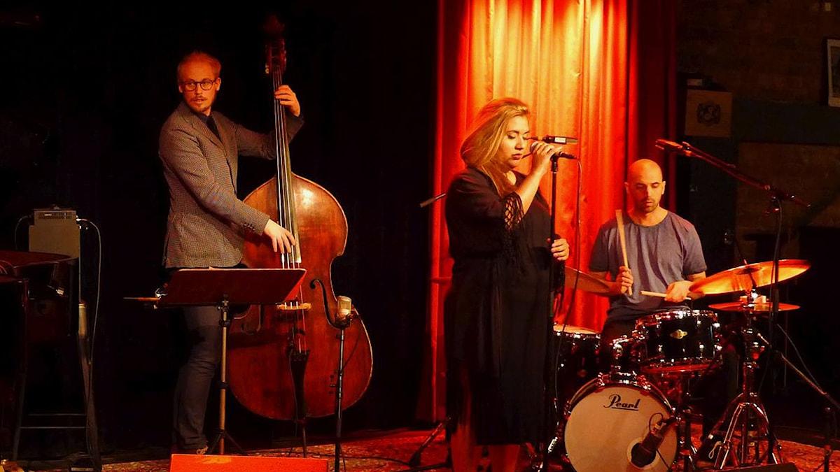 Kristin Amparo med Niklas Wennström och Robert Mehmet Ikiz. Fasching 30/4 2016