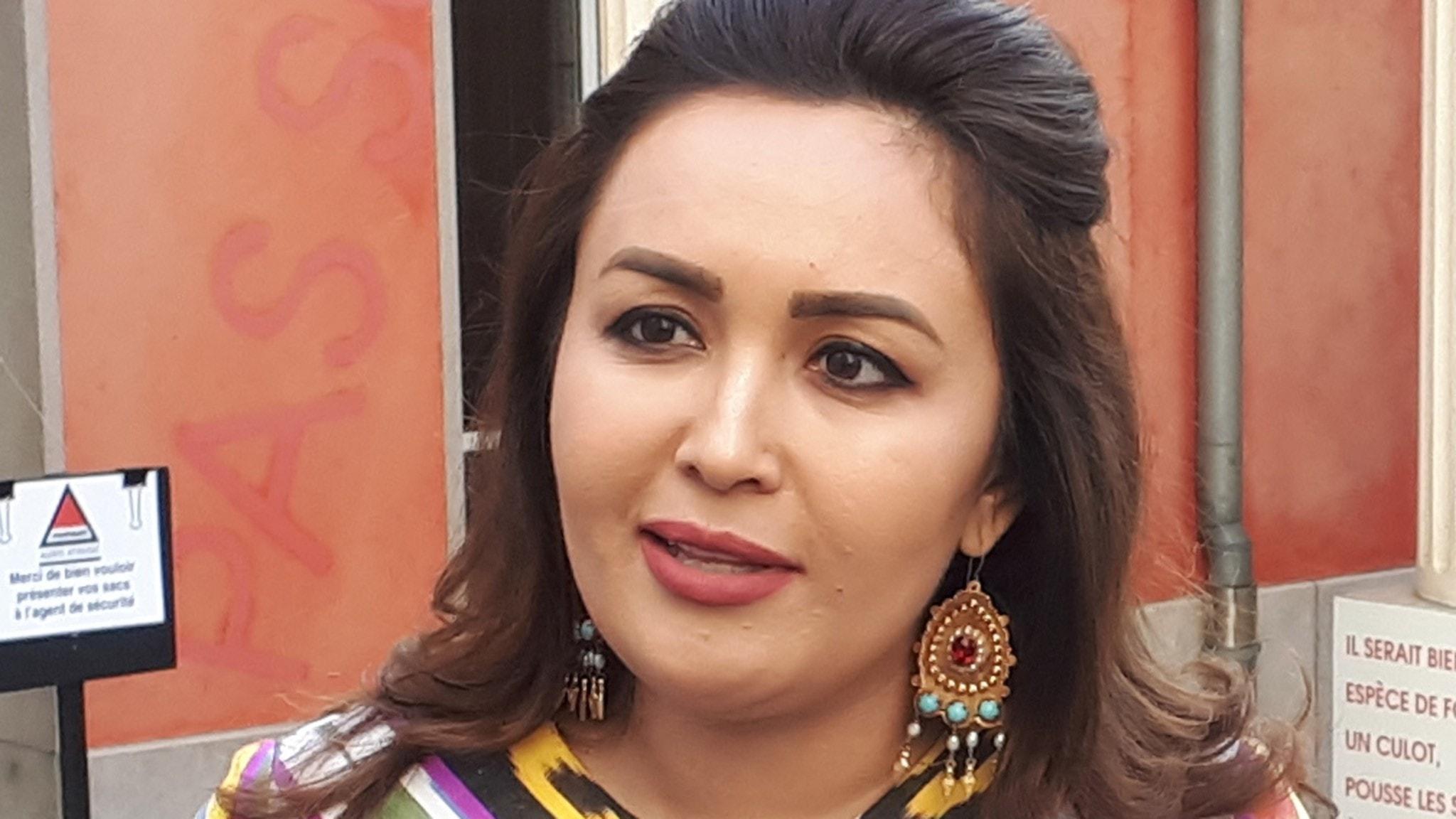 KONSERT: En sångarstjärna från Uzbekistan – Yulduz Turdieva - spela