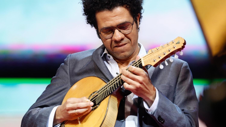 KONSERT: Hamilton de Holanda – mandolinens Jimi Hendrix - spela