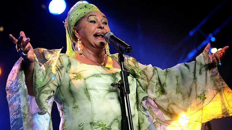 Esma Redjepova sjunger