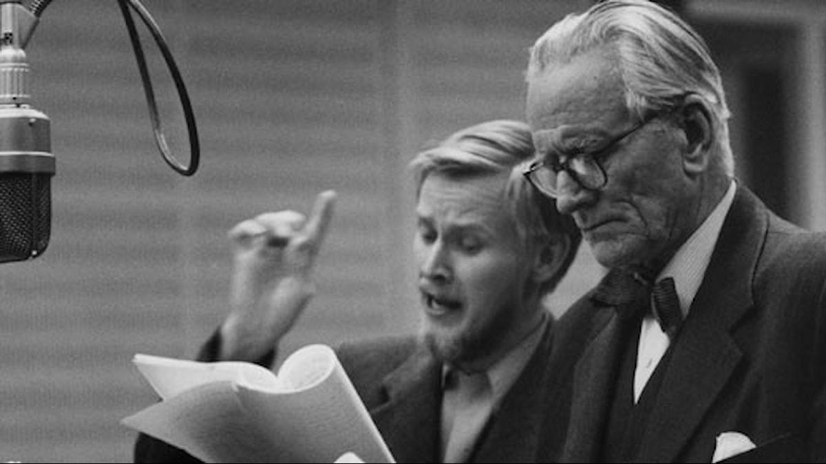 Jan Malmsjö och Olof Sandborg under inspelningen av Den girige (Foto: SVT Bild/Bertil S-son Åberg)