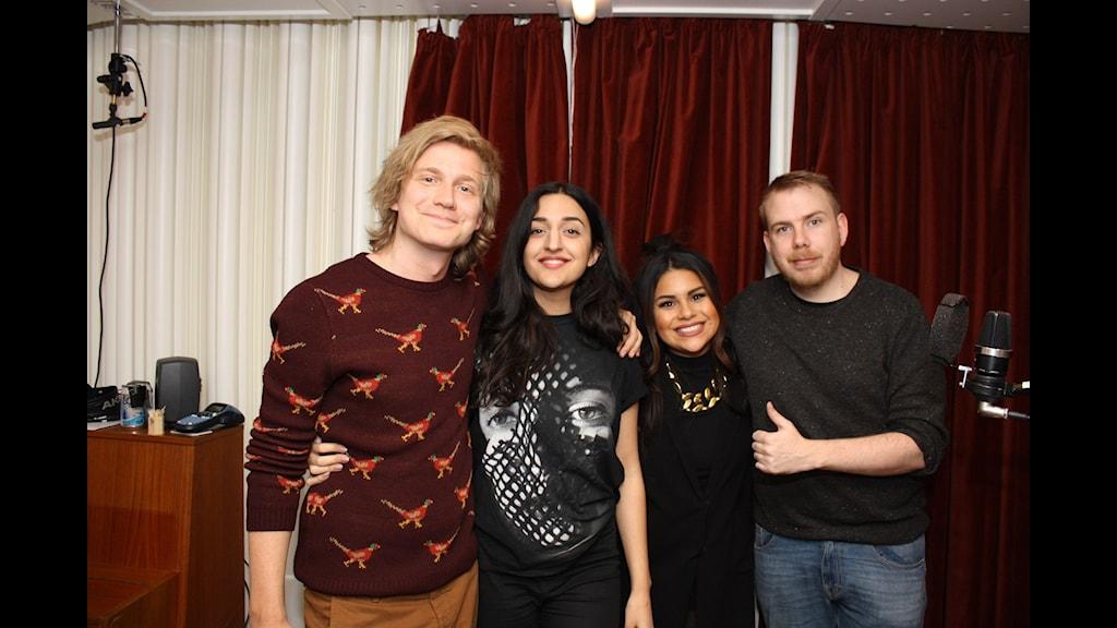 Adrian, Parisa, Arantxa samt Petter. Foto: Jasmin Rastegar / SR