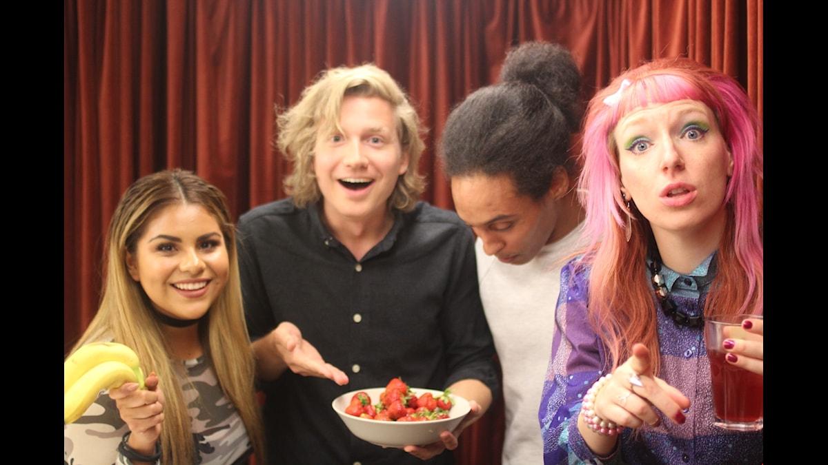 Arantxa, Adrian, Victor och Josefine är alla peppade på att kickstarta sommaren!! Foto: Jasmin Rastegar / SR