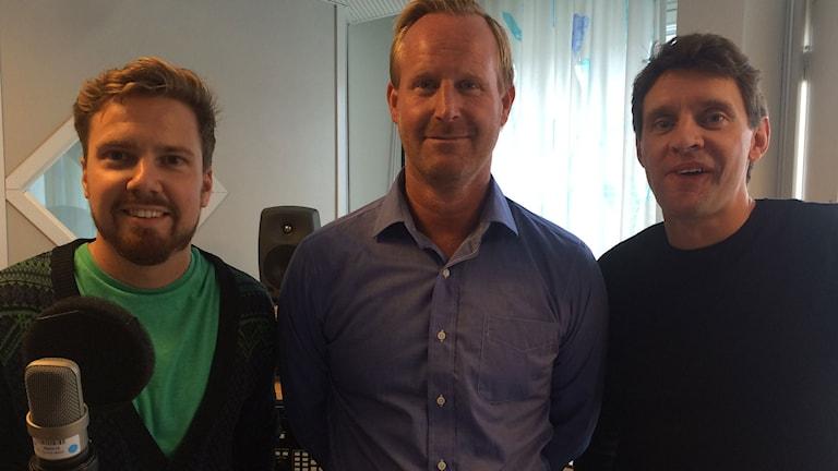 Radiosportens Martin Sundelius, Magnus Wahlman och Kristofer Ottosson. Foto: Martin Marhlo/SR.