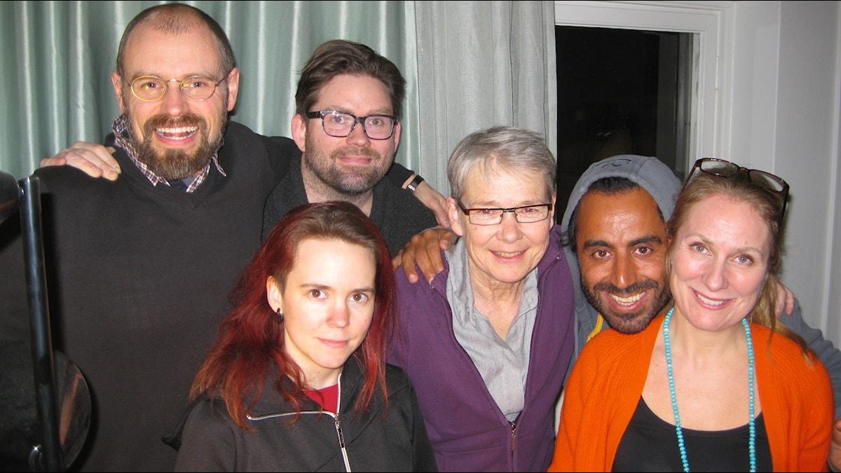 Per Juhlin, Nils Juhlin, Sara Lövestam, Marianne Hasslow, Özz Nûjen och Annika Lantz.Foto: Anna-Karin Ivarsson/SR.