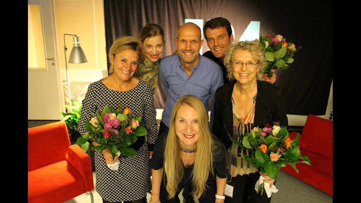 Annika Lantz med Eva Hamilton, domaren Hanna Lundquist, Henrik Hjelt, Mattias Konnebäck och Eva Landahl. Foto: Anna-Karin Ivarsson/Sveriges Radio.