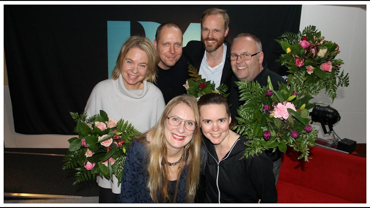 Annika Lantz och Sara Lövestam med de tävlande från vänster Karin Hübinette, Björn Lindberg, Micke Pettersson och Lasse Persson. Foto: Anna-Karin Ivarsson/Sveriges Radio.