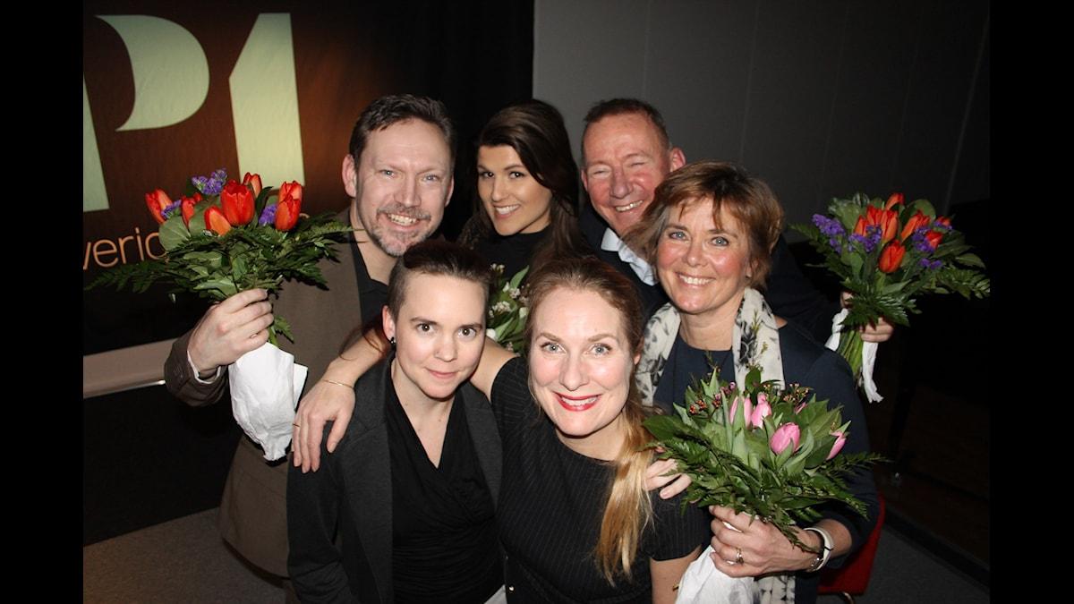 Annika Lantz med Erik Helmerson och Amanda Björkman i Lag Jobb och Pelle Sundberg och Lotta Bouvin-Sundberg i Lag Fritid. Sara Lövestam längst fram till vänster. Foto: Anna-Karin Ivarsson/Sveriges Radio.