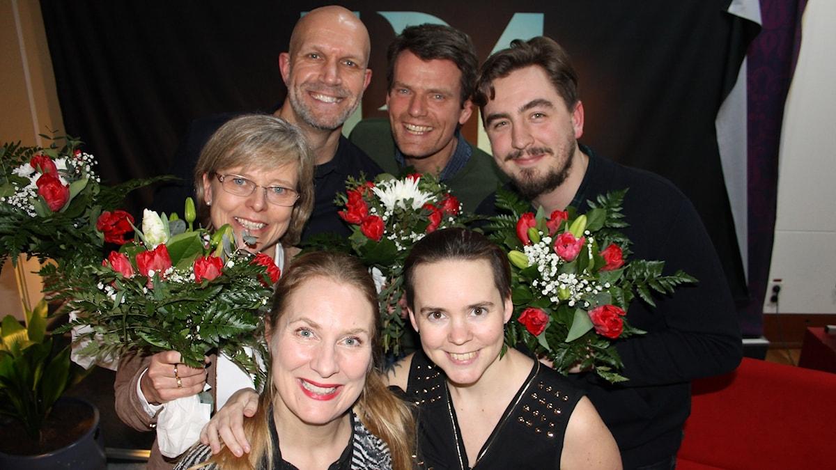 Ingrid Carlberg, Henrik Hjelt, Mattias Konnebäck och Jack Werner bakom Annika Lantz och Sara Lövestam.