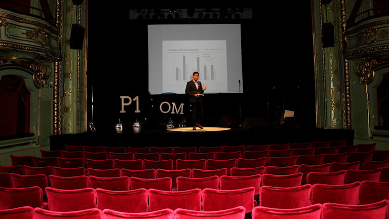 Simon Kyaga under sitt tal på genrepet. Foto: Sofie Carlsson/Sveriges Radio