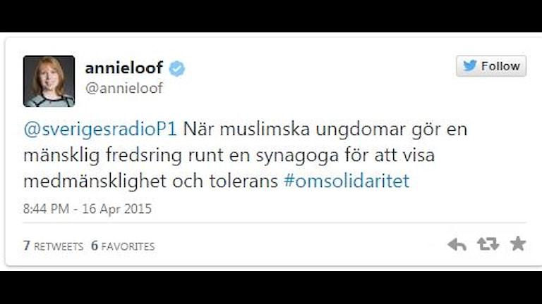 Tweet från Annie Lööf: När muslimska ungdomar gör en mänsklig fredsring runt en synagoga för att visa medmänsklighet och tolerans #omsolidaritet