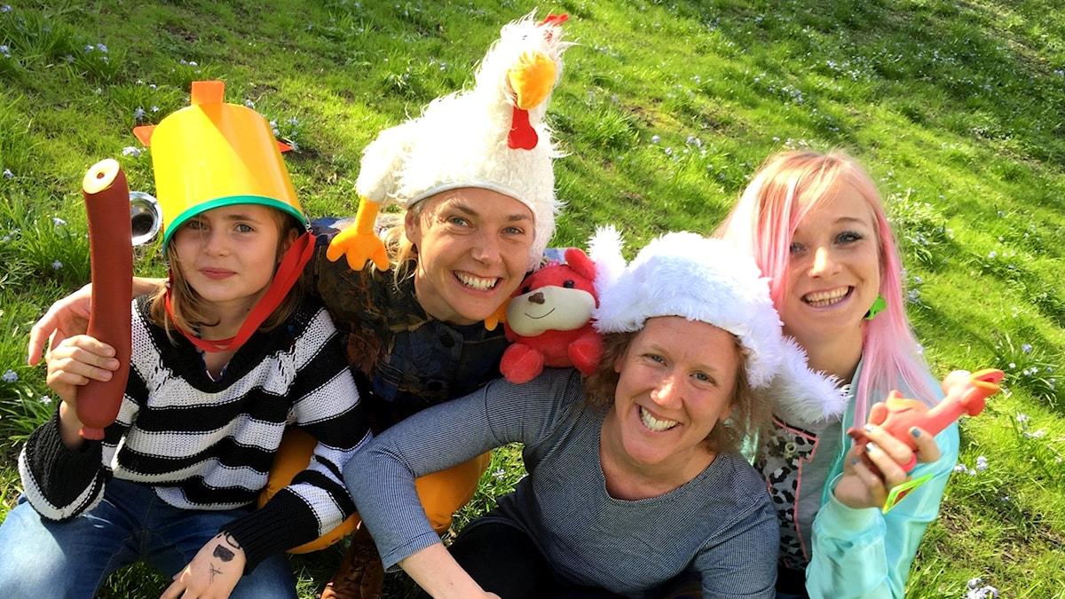 Clownerna Karin och Camilla lyckas med det omöjliga.