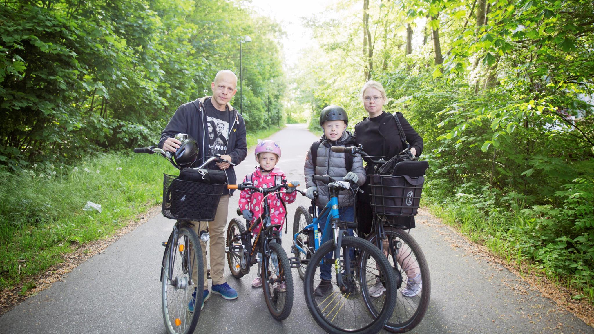 onas och Maria Rebensdorff med dottern Felicia är 7 år och Wilhelm 11 år