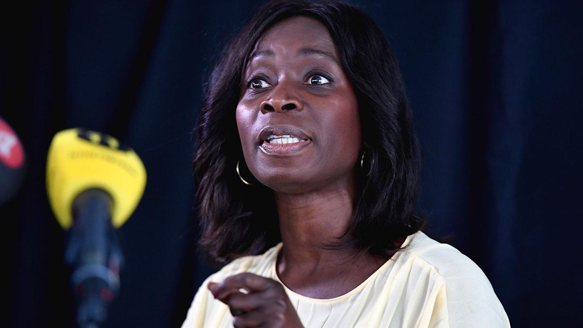 amko Sabuni meddelar att hon kandiderar till posten som partiledare i Liberalerna under en pressträff i Stockholm.