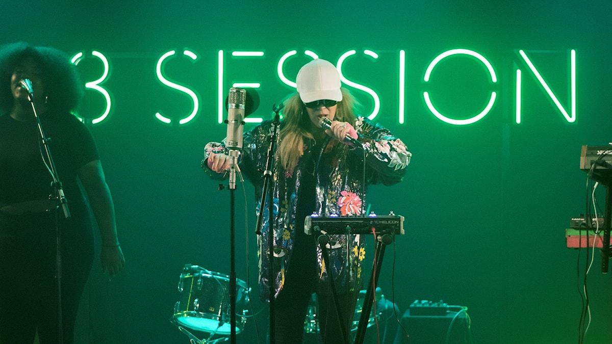 Niki & The Dove i P3 Session