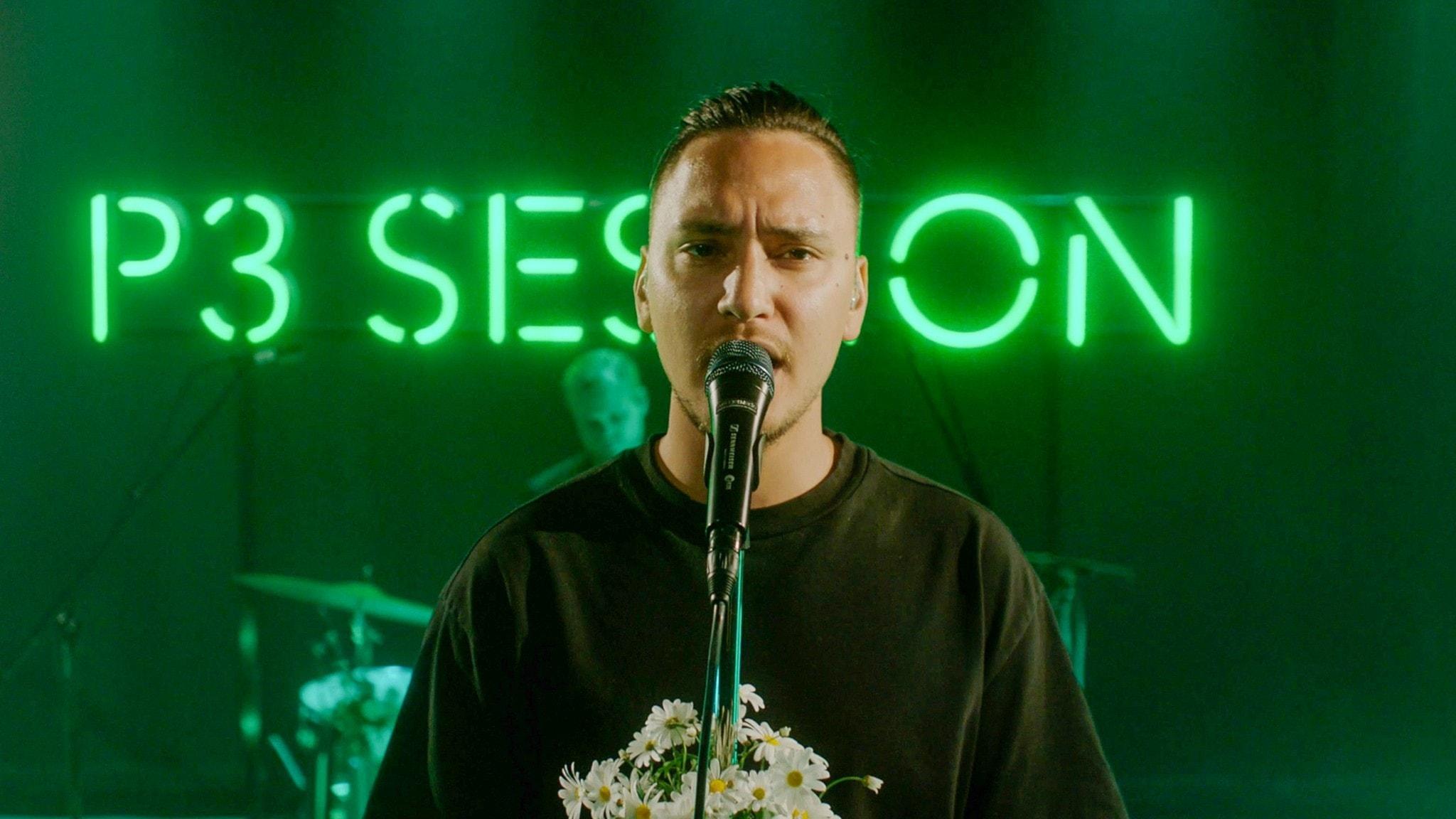 Newkid sjunger på P3 Sessions gröna scen