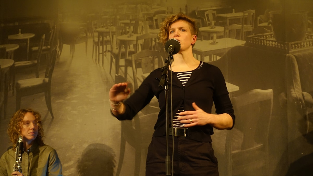Åsa Steinsaphir på scenen på Dramaten