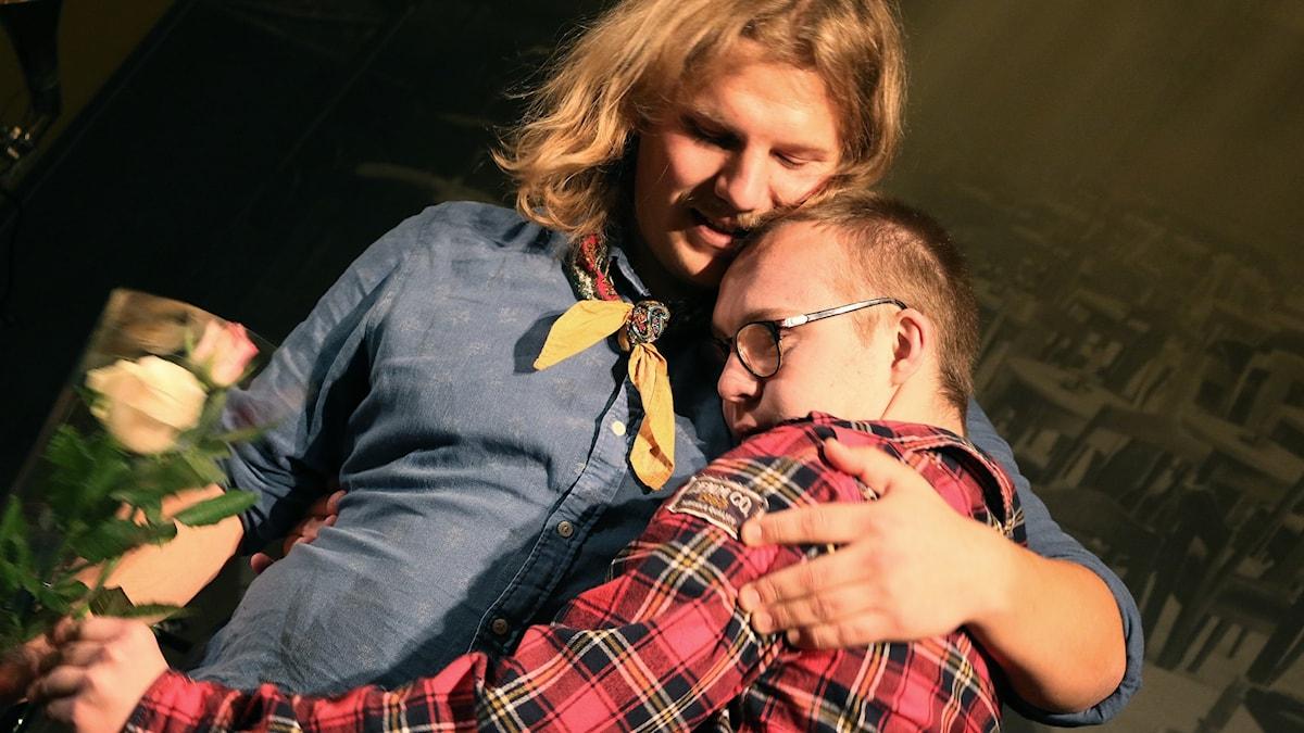Anton och Love Lind efter föreställningen